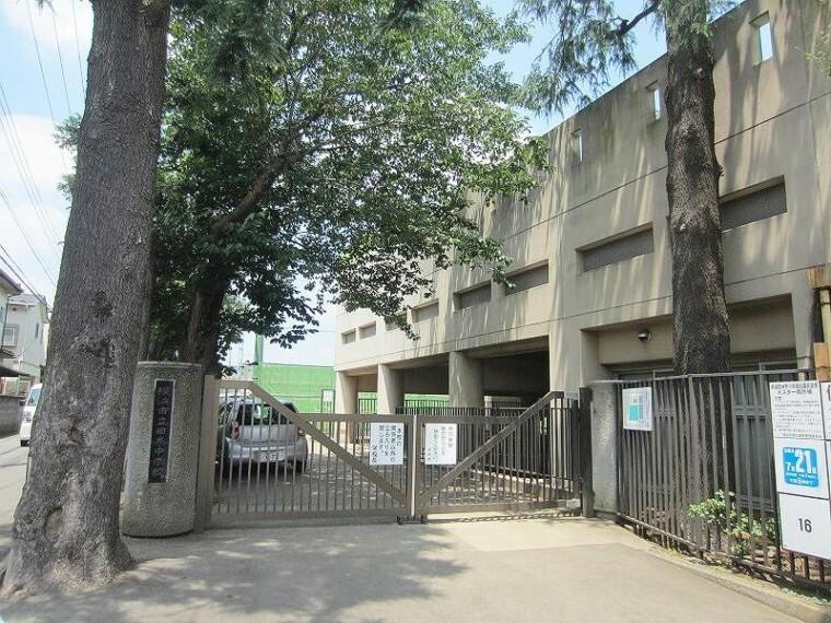 中学校 横浜市立田奈中学校(●昭和22年に開校し、創立70年をこえる歴史のある中学校です。生徒も教職員も生き生きと、学習・行事・部活動に取り組んでいます。●)