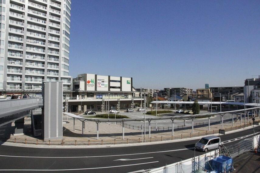 長津田駅(●長津田駅前には、生活利便施設が整います。3路線乗り入れており、田園都市線、こどもの国線は始発駅。朝のラッシュ時にも座って快適に通勤することも可能です●)