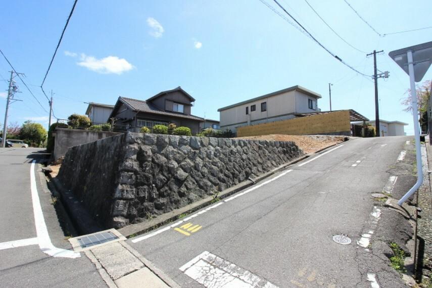 外観・現況 新田小学校  徒歩6分(約450m)