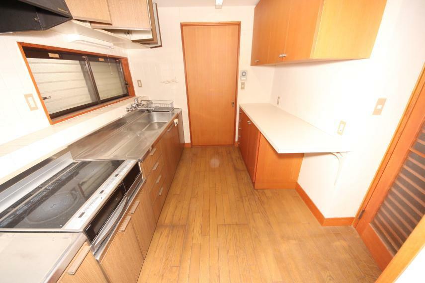キッチン お料理がはかどりそうなIHタイプのシステムキッチン お子様やお年寄りにも安全です!