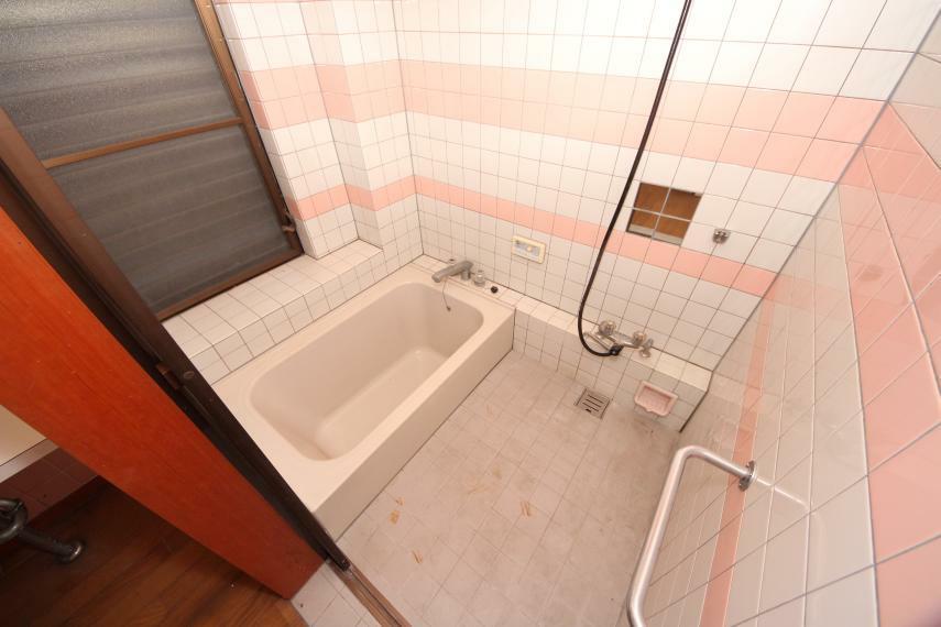 浴室 ゆったりとくつろげるバスルーム!窓があるので換気もできます
