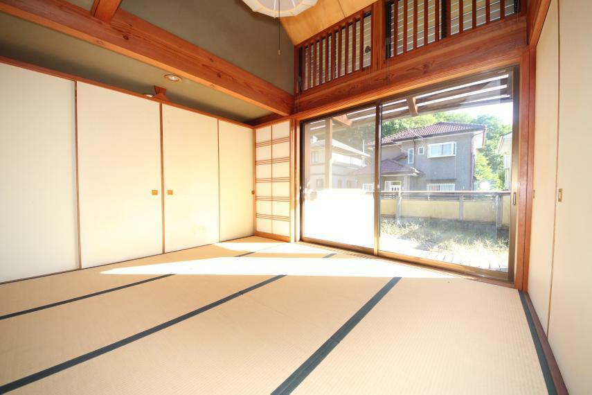 和室 室内に入り込む木漏れ日が温かい気持ちにさせてくれます!