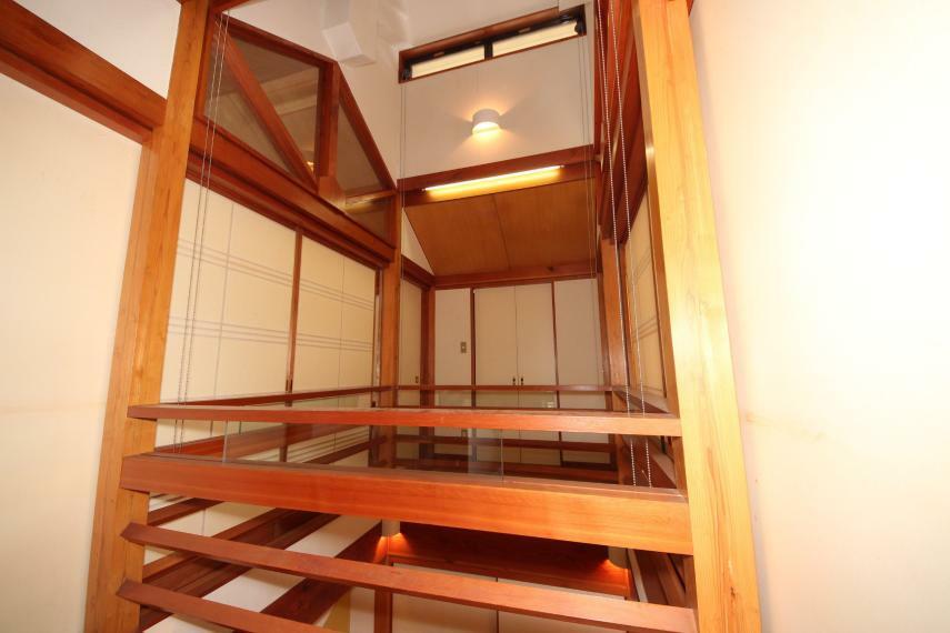2階天井までドーンと吹き抜けていてまるで温泉旅館のようです!
