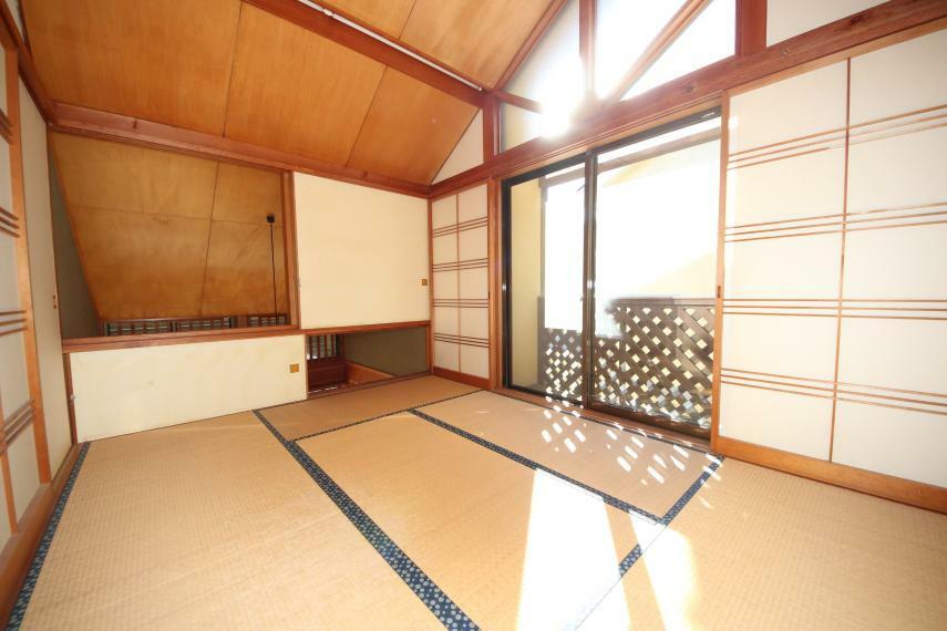 和室 和室は落ち着きますね~天井も木材なので高級感もあります