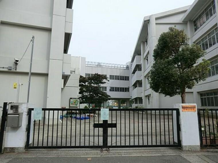 小学校 小田小学校まで711m