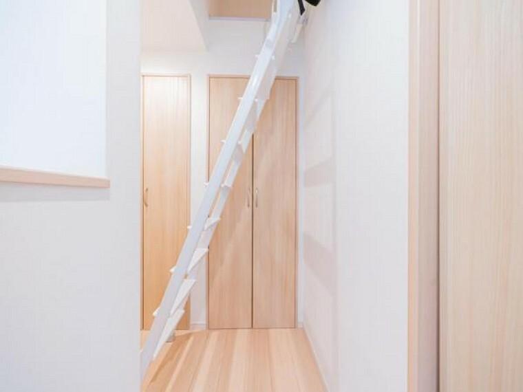 収納 グルニエにあがる階段。