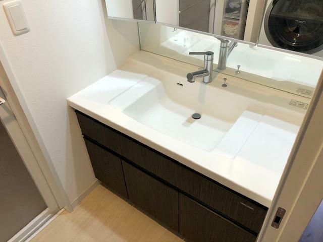 洗面化粧台 三面鏡内部収納タイプの洗面化粧台!