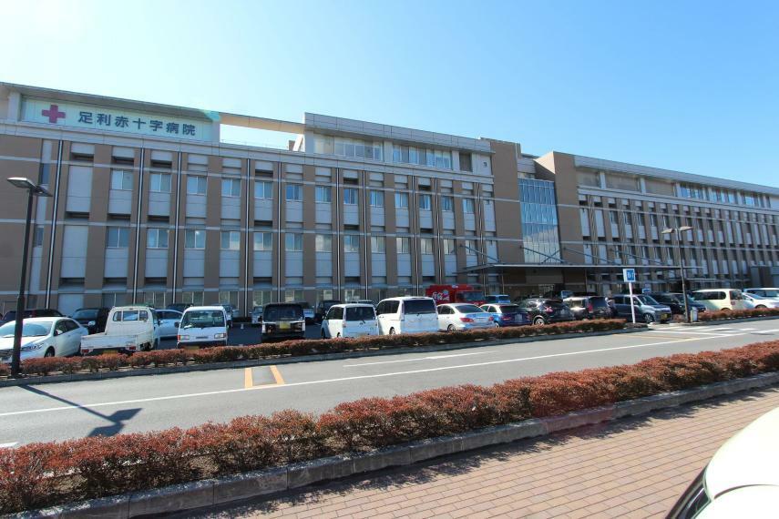 病院 足利赤十字病院 足利で一番大きな総合病院 ローソンやドトールなどお店も充実しています