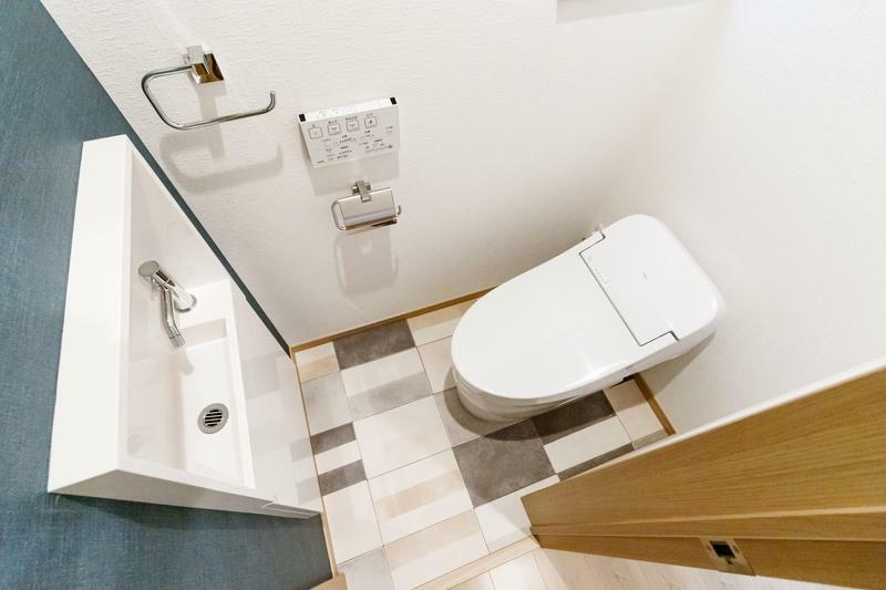 トイレ A号棟 ウォシュレットやリモコンが標準装備 お手入れ楽々なトイレ