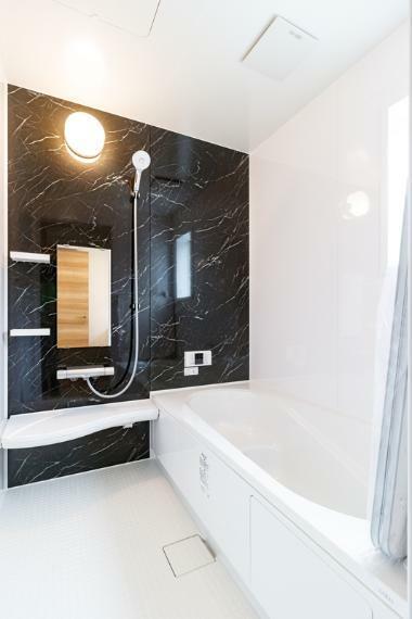 浴室 A号棟 追炊き機能付き、1坪の浴室!手入れも楽々