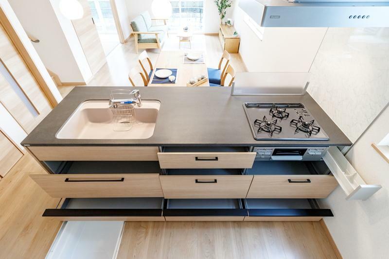 キッチン A号棟 収納力に優れたシステムキッチン!便利な床下収納付きです!