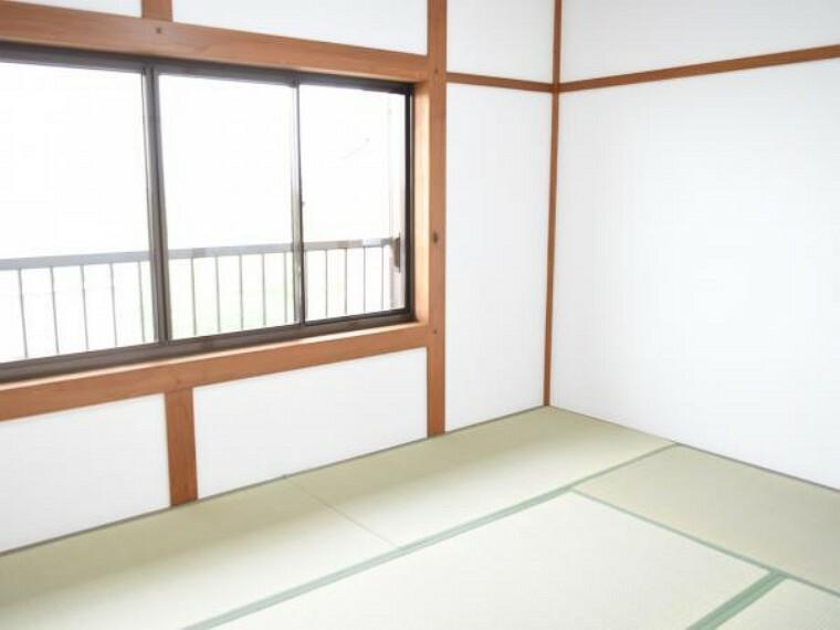 【リフォーム済】2階南側の6帖和室です。続き間を壁を設け居室として間取り変更しました。壁、畳の張替で明るくなりました。子供部屋としてもお使いになれます。