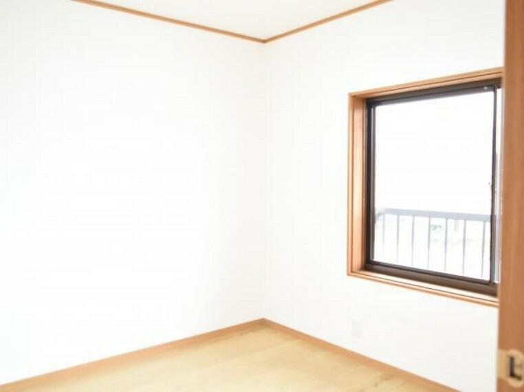 【リフォーム済】2階4.5の洋室へ間取り変更しました。クローゼットも新たに設けました。壁天井、床内装は張り替えました。