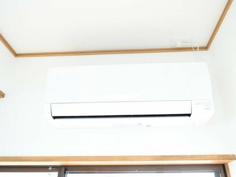 冷暖房・空調設備 【エアコン】新生活を快適にサポートしてくれる、エアコンをリビングに設置。家電の買い替えをご検討のご家族も、エアコン1台分の費用が浮いて嬉しいですね。