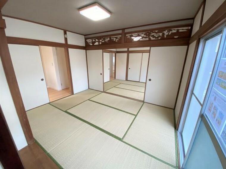 【リフォーム済写真】一階の続き間の和室は、どちらのお部屋にも掃き出し窓があるので、人がたくさん集まっても窮屈に感じませんね。
