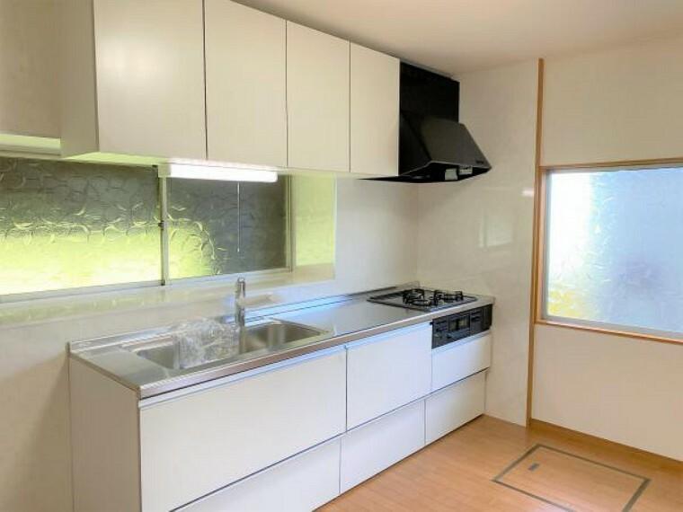 キッチン 【リフォーム済写真】キッチンの写真です。既存のキッチンを撤去し、新品交換しました。清潔感のある新品のキッチンで毎日の料理が楽しくなりますね。