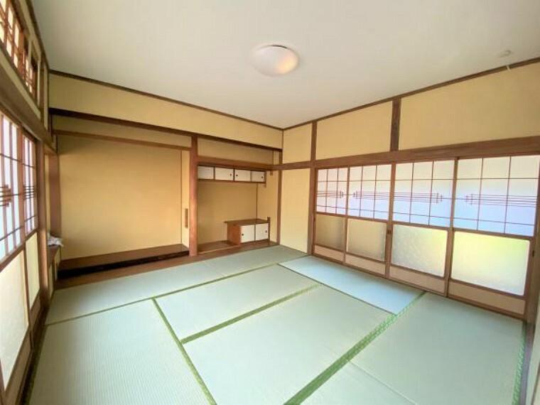 【リフォーム済写真】西側和室の写真です。障子・襖張り、畳表替えを行いました。イグサの匂いに包まれてお昼寝するのも気持ちいいですよね。