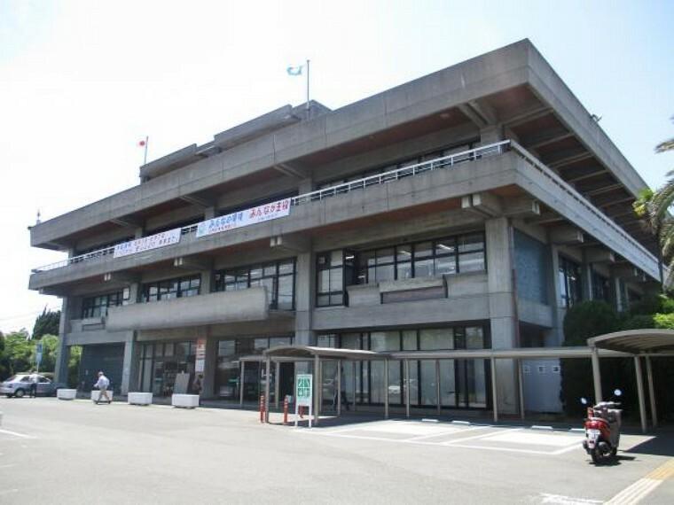 役所 小野田市役所まで約1000m(徒歩13分)です。役所関係のお手続きが多くてもこの近さなら苦になりませんね。