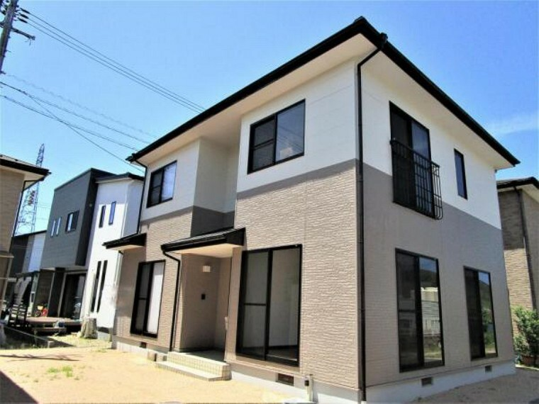 外観写真 【リフォーム済外観写真】現地外観写真です。外壁、屋根塗装を行い、新しいお家に生まれ変わりました。