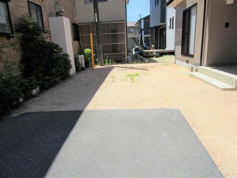 駐車場 【リフォーム済写真】リフォーム済の駐車場の写真です。