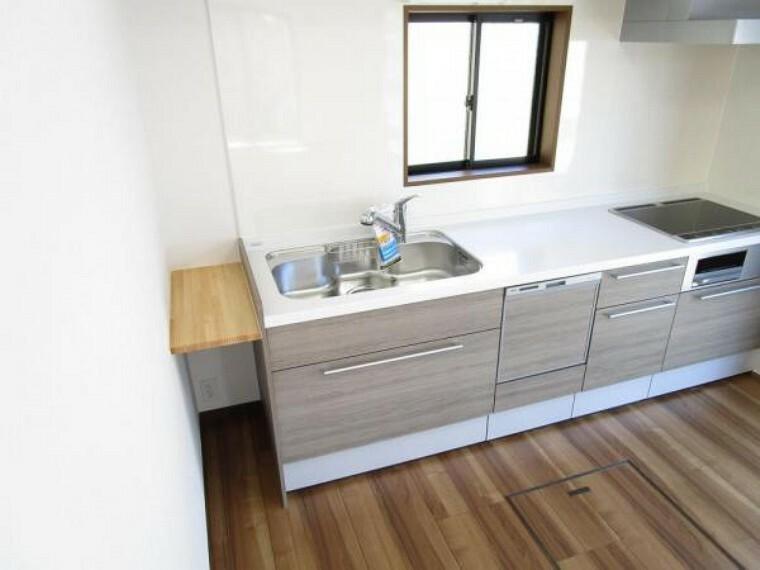 キッチン 【リフォーム済写真】ハウステック社製のシステムキッチンに新品交換済です。食洗機、IHヒーターを設置予定ですので、お料理の後片付けやお掃除も楽々です。