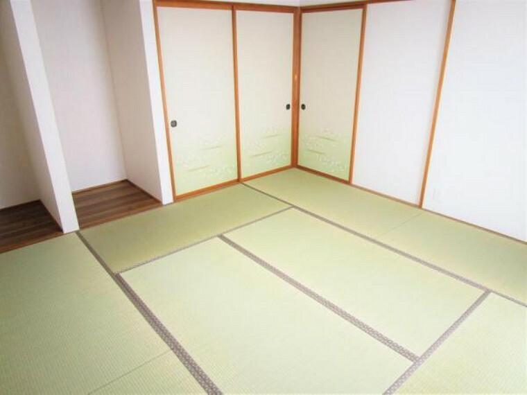【リフォーム済写真】一階8帖和室です。畳は表替え、壁と天井のクロスを張り替えました。お子様が小さいうちは、家族のお部屋や、来客用としてお使い頂けます。
