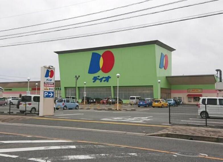 スーパー 【近隣施設】ディオ境港店様まで約400m(徒歩約5分)です。必要なものがすぐに買いにいくことができますね。