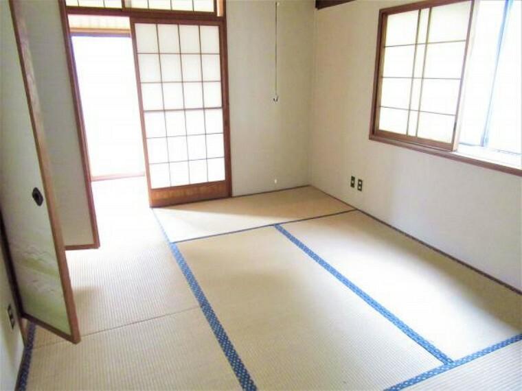 【リフォーム中】1階6畳の和室です。壁天井のクロス張替え、畳を表替えします。清潔な空間になり、より落ち着いた和室に生まれ変わります。
