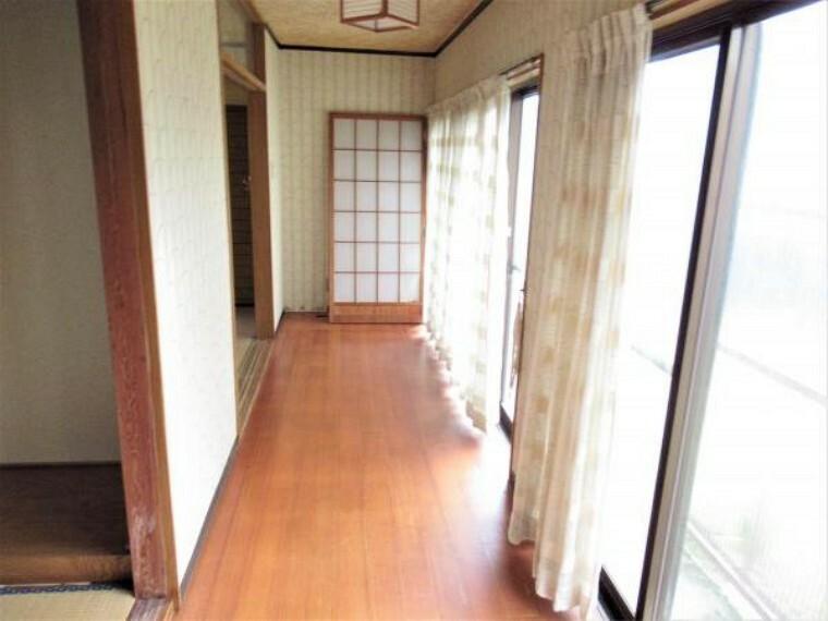 【リフォーム中】1階の縁側です。真ん中に壁を設置して7.5畳のリビング予定の部屋と6畳の和室を拡張します。各部屋がより広くなりますね。