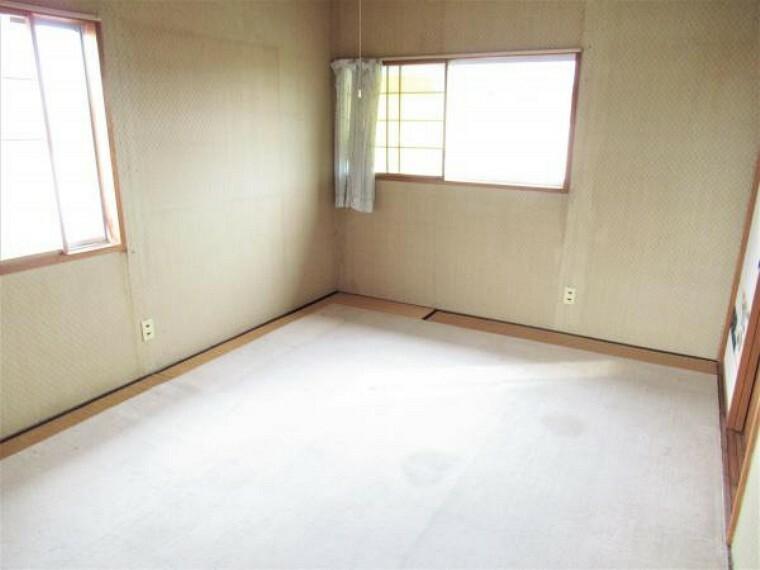 【リフォーム中】2階西側の6畳の和室です。間取り変更を行い、和室から洋室に変更します。壁天井のクロス張替え、フローリングを張ります。押入れ部分はクローゼットを新設します。爽やかな心地の良い空間に仕上げます。