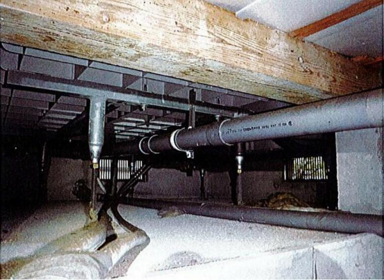 構造・工法・仕様 【リフォーム済】中古住宅の3大リスクである、雨漏り、主要構造部分の欠陥や腐食、給排水管の漏水や故障を2年間保証します。その前提で床下まで確認の上でリフォームし、シロアリの被害調査と防除工事もおこないました。