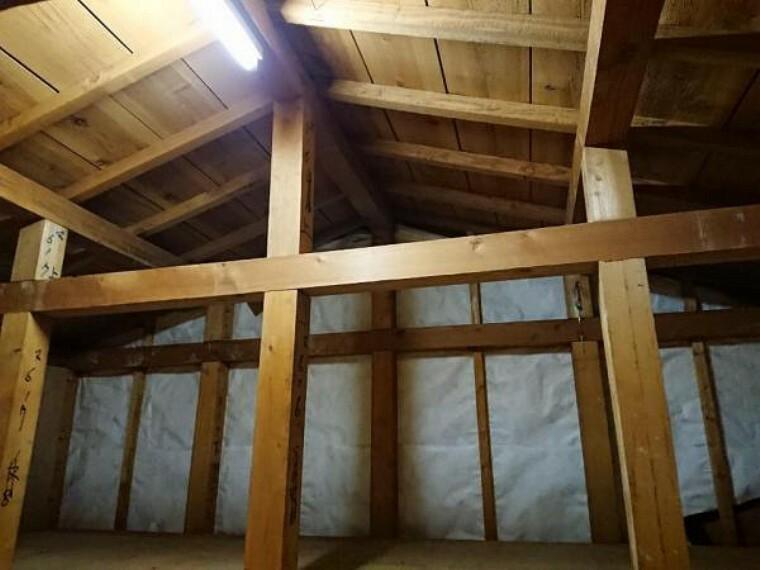 収納 【リフォーム済】小屋裏収納です。扇風機やヒーターなど、場所をとる季節物の収納にぴったりです。