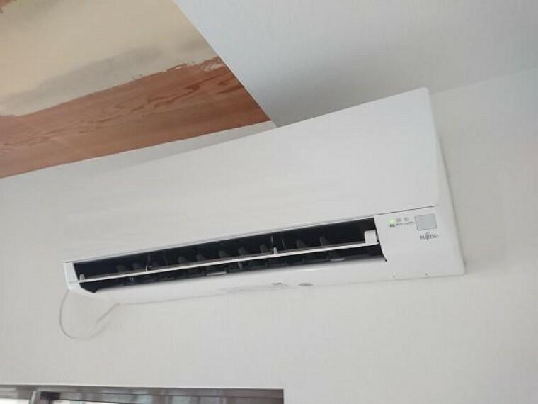 冷暖房・空調設備 【リフォーム済】エアコンをLDKに一台設置致しました。冷房暖房共に使えます。一台分の費用が浮きますね。