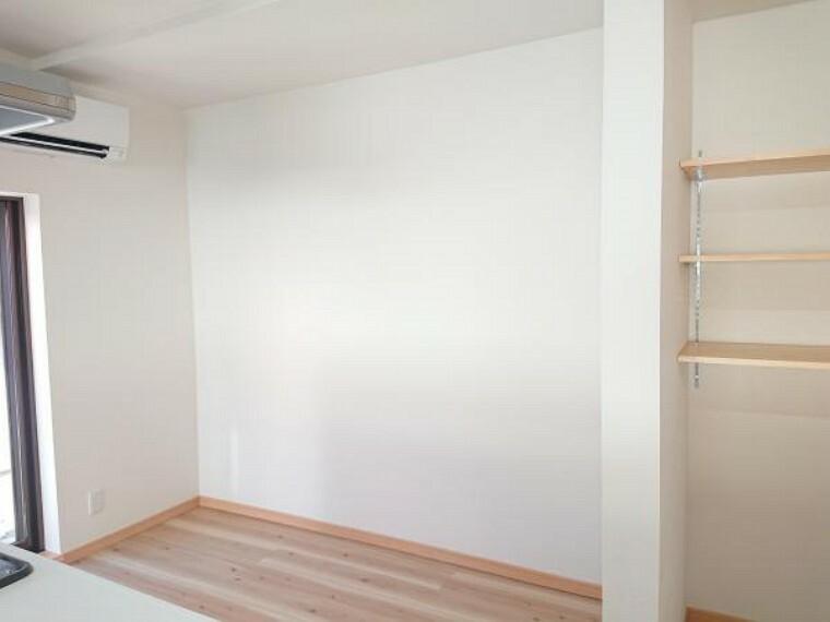 収納 【リフォーム済】キッチン背面スペースは広く冷蔵庫食器棚を置いても余裕があります。