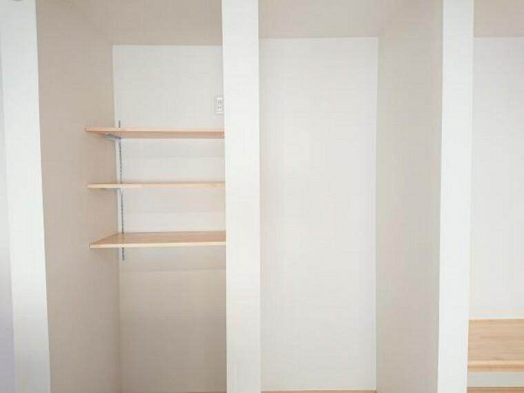 収納 【リフォーム済】キッチン背面の冷蔵庫と食器棚スペースを造作しました。