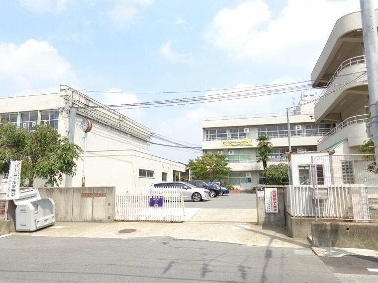 小学校 【小学校】御蔵山小学校まで1100m