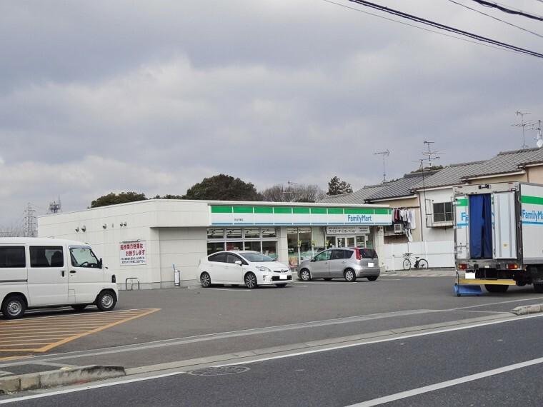 コンビニ 【コンビニエンスストア】ファミリーマート 宇治木幡店まで1000m