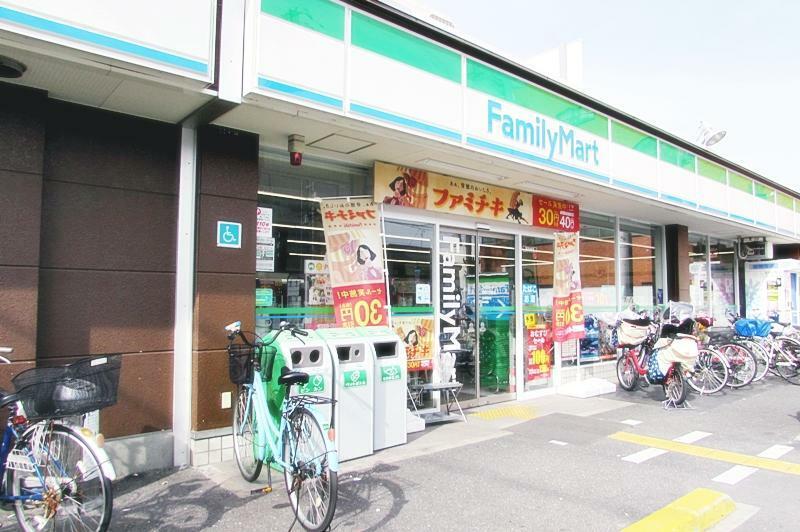コンビニ ファミリーマート 大阪工大前店 すぐ近くなのでついつい通っちゃいますね。