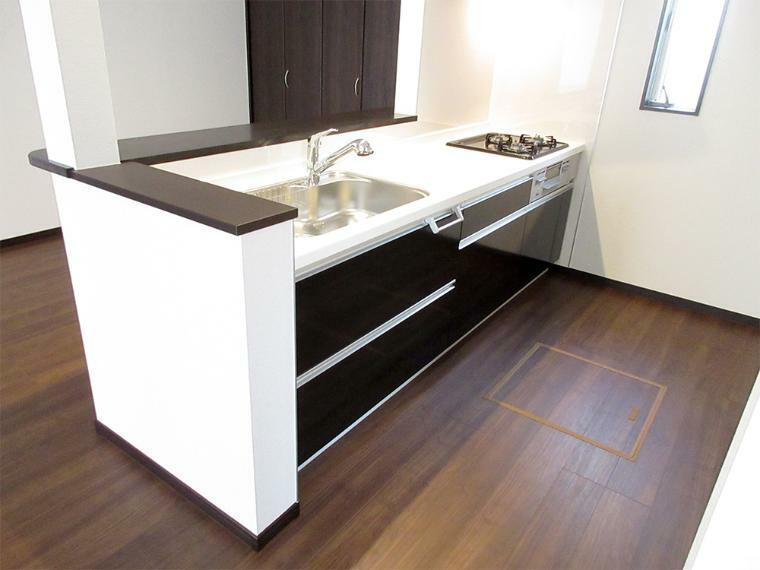 (同社施工例)収納スペースもたっぷり、使い勝手のよいシステムキッチン