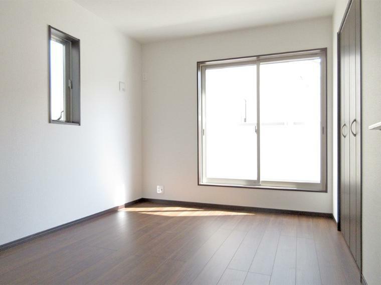 (同社施工例)全居室に収納があるのでタンスいらずでお部屋もスッキリ