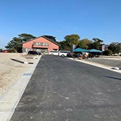 現況写真 東面の接道(幅5m)は、この分譲区内専用なので、防犯的にも安心です。
