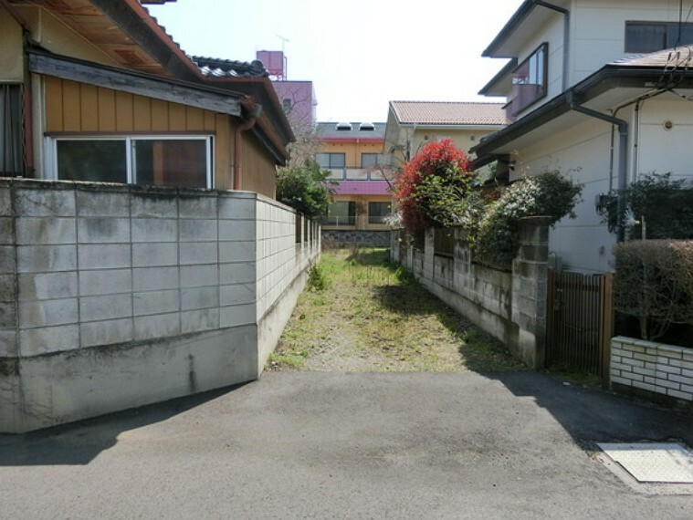 現況写真 接道面です。建築条件無く、ライフスタイルに合わせたお好みの住まいをお造り頂けます。