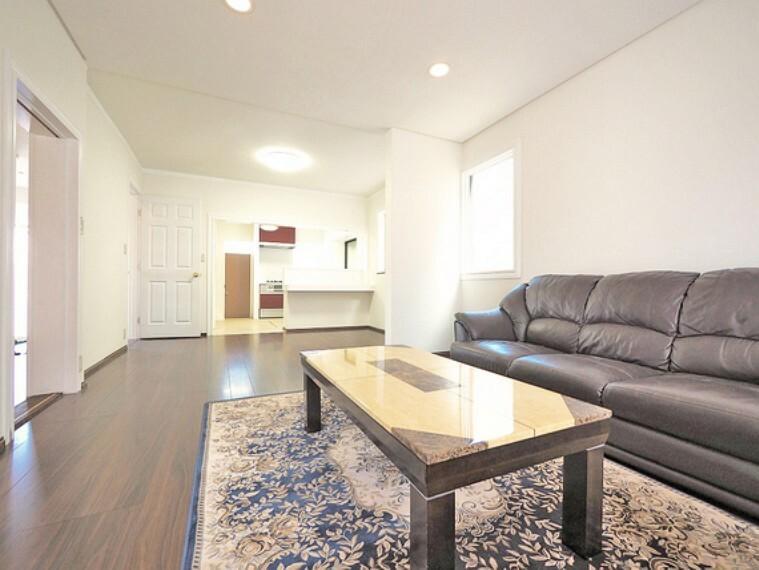 居間・リビング 形のきれいなリビングは、お好きな家具を置いて自分好みの空間に