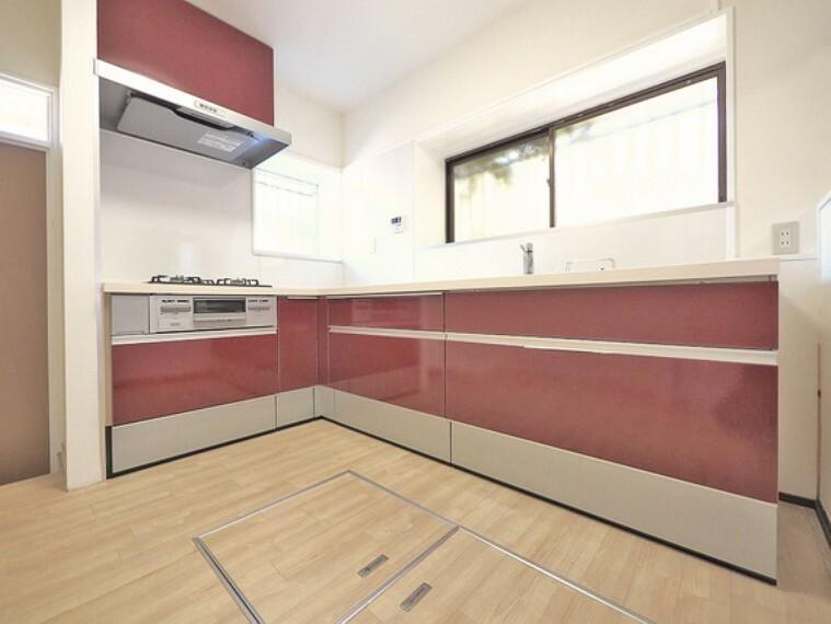 キッチン キッチンは奥様に人気のL字キッチン。動線が短く使いやすいキッチンとなっています