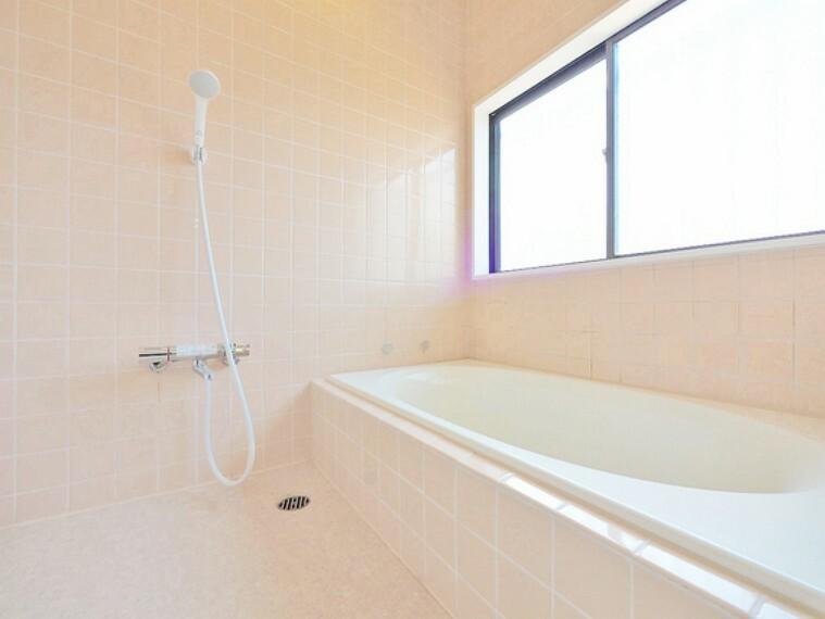 浴室 くつろぎの空間でゆったりバスタイム