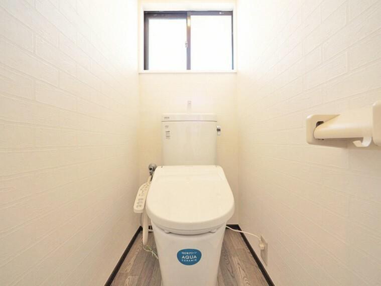 トイレ 小窓を設けることで、換気性のあるトイレ