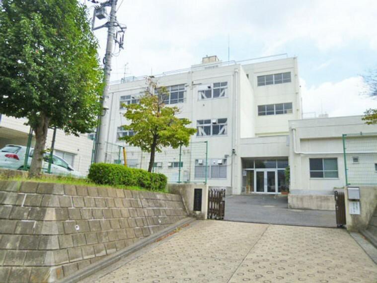 小学校 横浜市立みたけ台小学校 距離240m