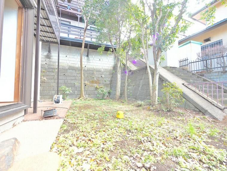 庭 広いお庭はガーデニングなど、ご家族の楽しめる場所の一つに