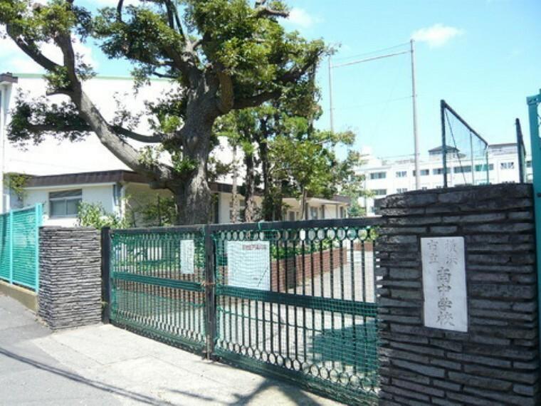 中学校 横浜市立南中学校 あいさつがすばらしい。構内に入って生徒に会うと必ず、だれでも、誰にでもこんにちはと大きな声で挨拶をしてくれる。