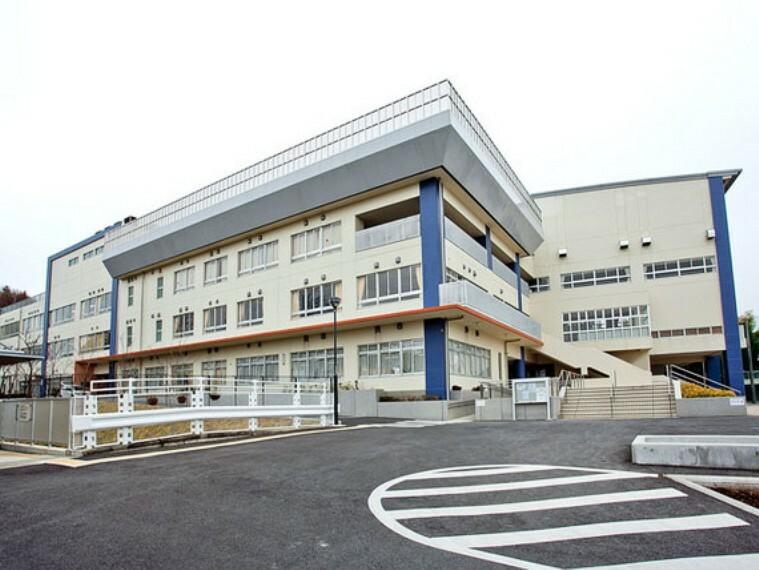 中学校 川崎市立柿生中学校 距離約500m